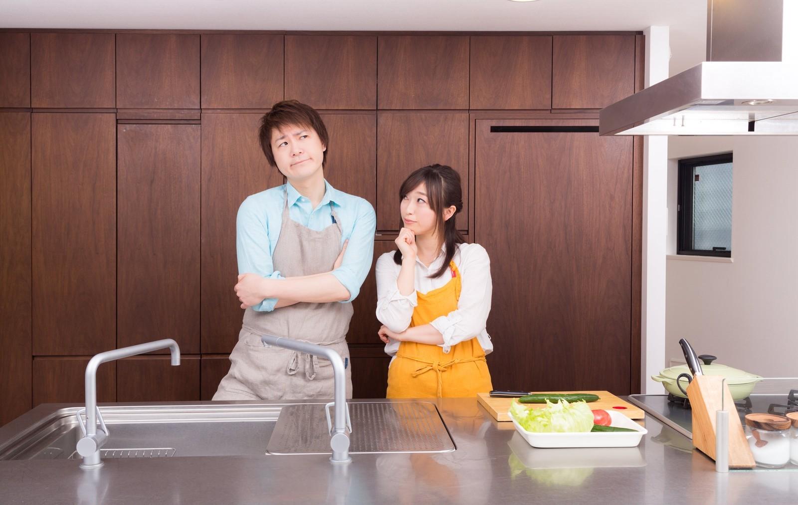 キッチン回りをすっきりさせたい。ダイソーの積み重ねラックでおしゃれにお片付け