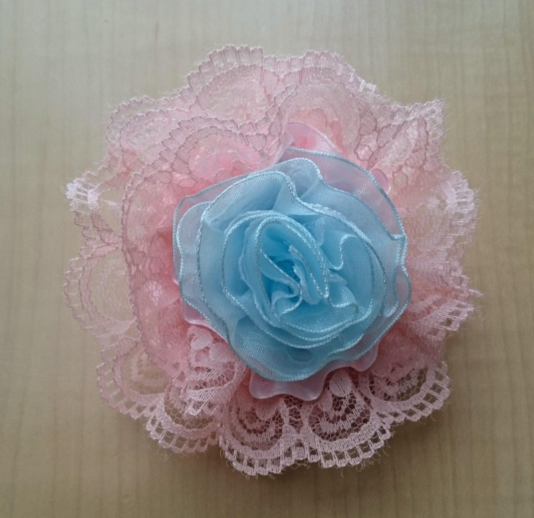 水色とピンクの花