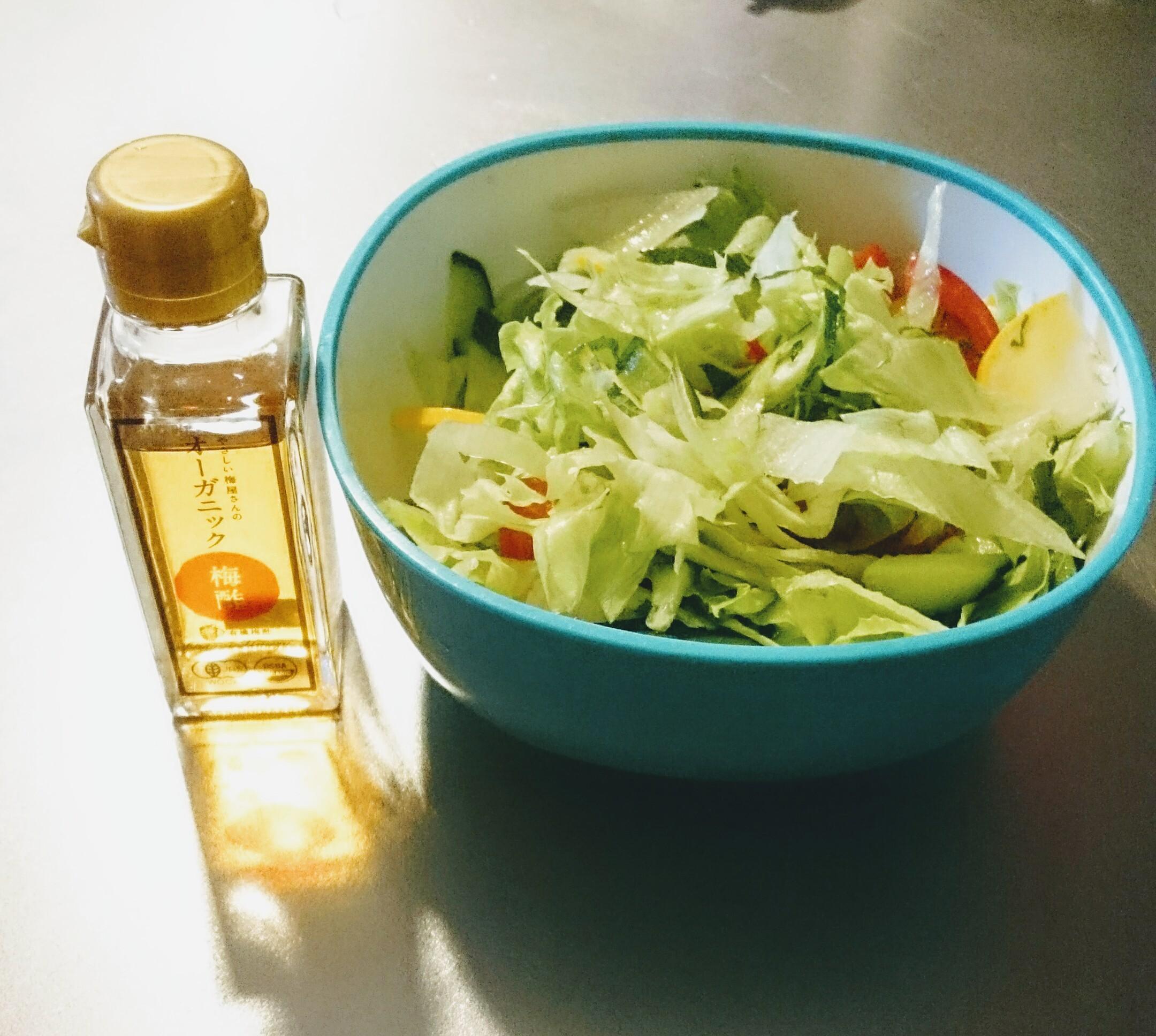 サラダと梅酢