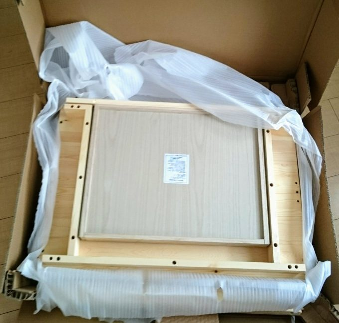 箱の中の机材料